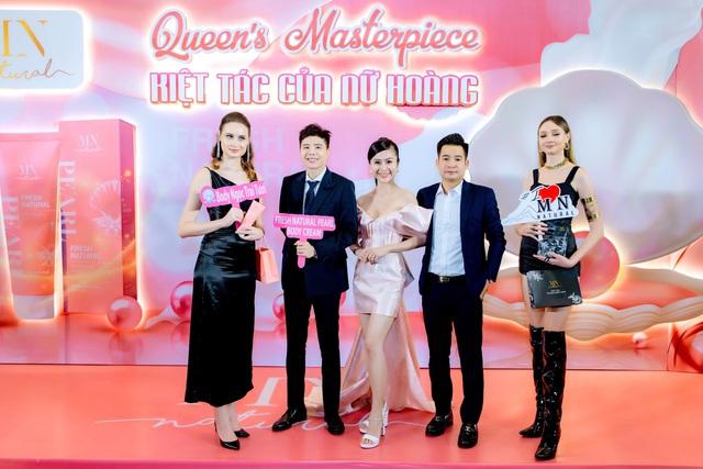 Nam ca sĩ Trịnh Thăng Bình bất ngờ xuất hiện trong đêm dạ tiệc Queens Masterpiece – Kiệt tác của Nữ Hoàng - Ảnh 1.