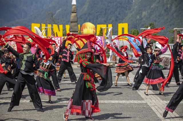 Tri ân người dân Tây Bắc, Sun World Fansipan Legend giảm giá vé cáp treo chỉ còn 200.000 đồng - Ảnh 1.