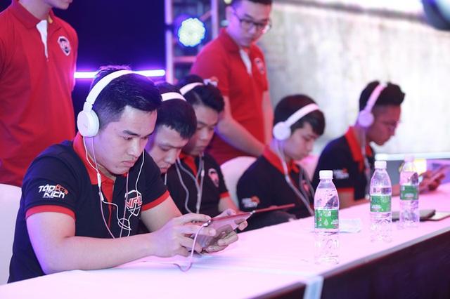 Nhưng Team Việt Nam mới là cái tên giành chiến thắng ở Bán kết 1