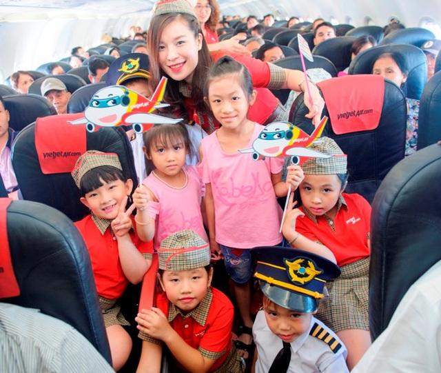 """Dàn phi công, tiếp viên """"nhí"""" khuấy động các chuyến bay Vietjet Air trong ngày 1/6 - Ảnh 4."""