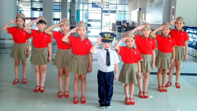 """Dàn phi công, tiếp viên """"nhí"""" khuấy động các chuyến bay Vietjet Air trong ngày 1/6 - Ảnh 8."""