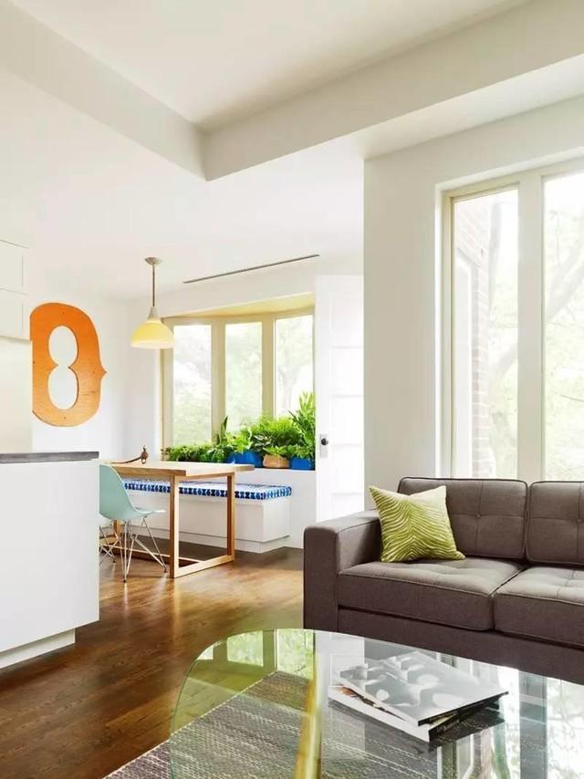 Phòng khách trông sẽ rộng hơn khi được loại bỏ đi 1 phần diện tường ngăn chia