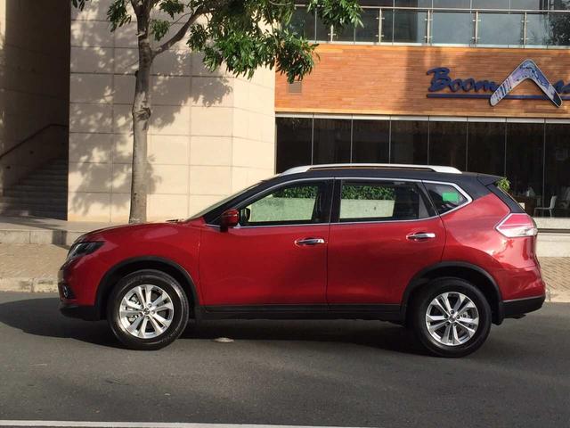 Nissan X-Trail xuất hiện trên đường phố với màu sơn lạ mắt - Ảnh 1.