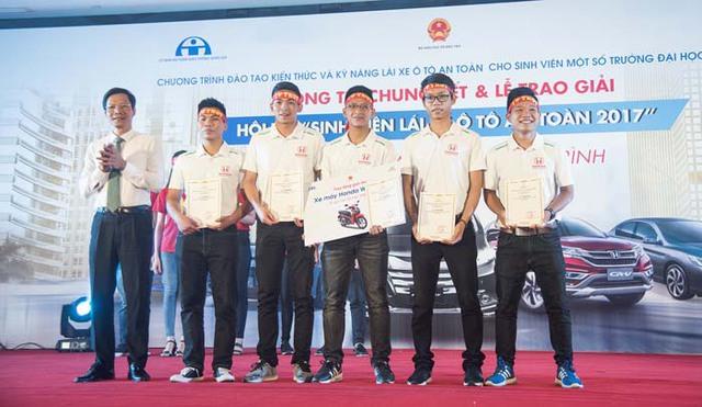 """Vòng chung kết Hội thi """"Sinh viên lái xe ô tô an toàn năm 2017"""" - Ảnh 2."""