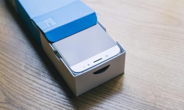 Mở Hộp Galaxy J7 Pro Xanh ánh Bạc đây Là Smartphone Tạo Xu
