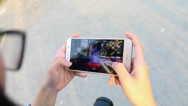 Trải nghiệm tốt các tựa game trên Huawei Y7 Prime. Ảnh: Thế Giới Di Động