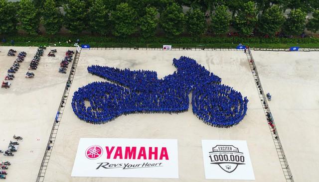 Ghép tranh kỷ niệm 1 triệu Exciter lăn bánh tại Việt Nam - Ảnh 3.