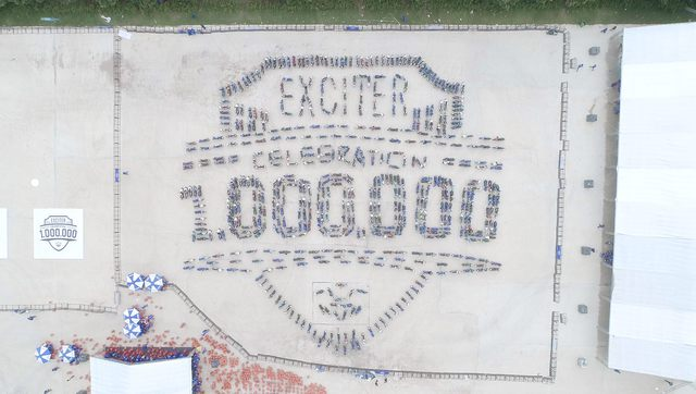 Ghép tranh kỷ niệm 1 triệu Exciter lăn bánh tại Việt Nam - Ảnh 4.