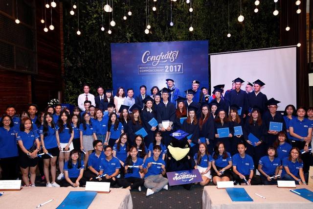 Sinh viên Tốt nghiệp và Tân sinh viên trong ngày Tốt nghiệp & Khai giảng tại Broward College Vietnam