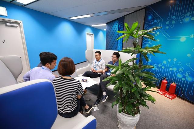 Một ngày làm việc tại văn phòng Tek Experts Việt Nam