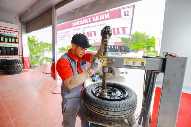 Bridgestone ưu đãi hấp dẫn mừng khai trương B-shop Tuấn Thành - Ảnh 1.