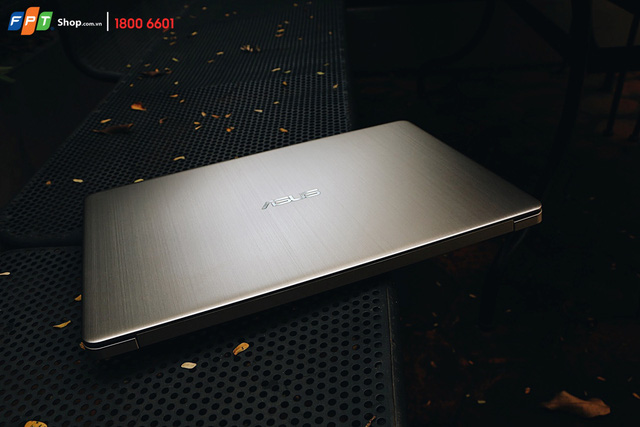 Asus Vivobook S15 S510UA-BQ300 sở hữu thiết kế sang trọng, cấu hình ấn tượng cùng mức giá hấp dẫn 12,49 triệu đồng