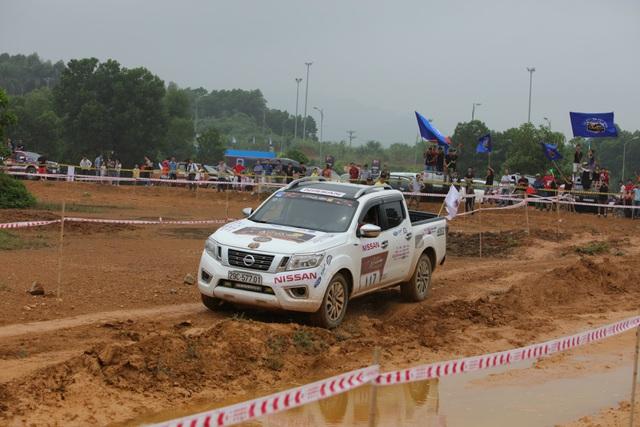 Nissan Navara lên ngôi Vua bán tải tại Giải đua xe Ô tô Địa Hình Việt Nam 2017 - Ảnh 1.