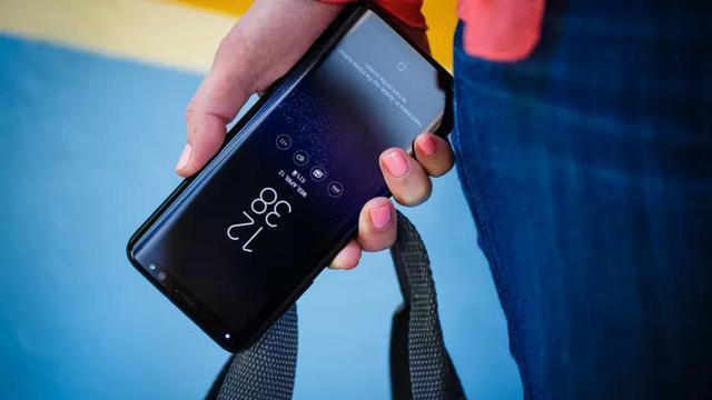 Chọn smartphone dáng đẹp nhất làm quà Giáng sinh, Galaxy S8 là lựa chọn tốt nhất - Ảnh 4.