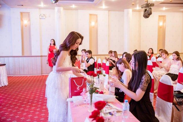 Linh Napie: Từ nữ diễn viên trở thành sáng lập thương hiệu mỹ phẩm - Ảnh 4.