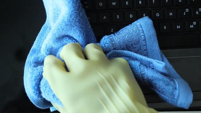 Vết bẩn khó chịu trên laptop, làm sao xử lý? - Ảnh 3.