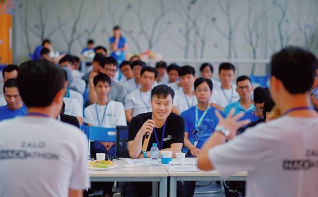 Topcoder Khúc Anh Tuấn, thành viên của Hội đồng chuyên môn cho biết anh khá ấn tượng với khả năng của các đội thi. Ảnh: Duy Tín.
