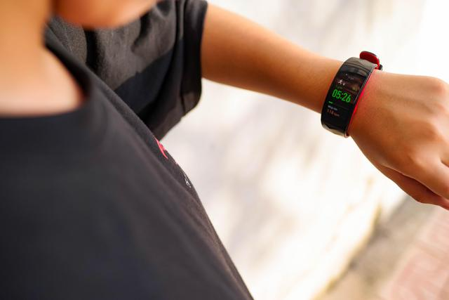 Vòng đeo thông minh Samsung Gear Fit2 Pro: Mạnh mẽ, bền bỉ và thời trang - Ảnh 9.