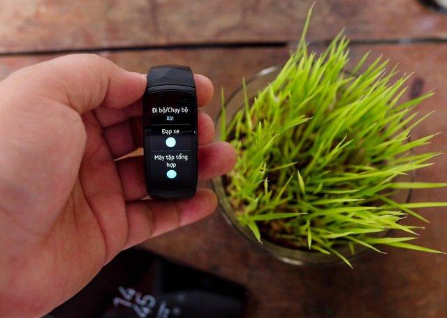 Vòng đeo thông minh Samsung Gear Fit2 Pro: <a href=