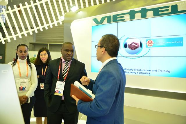 Viettel đem đến MWC 2018 những sản phẩm công nghệ 4.0 vượt xa sự mong đợi của đối tác - Ảnh 8.