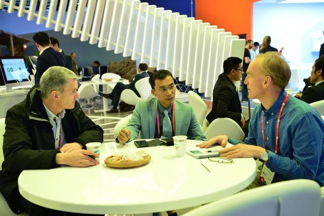 Viettel đem đến MWC 2018 những sản phẩm công nghệ 4.0 vượt xa sự mong đợi của đối tác - Ảnh 14.