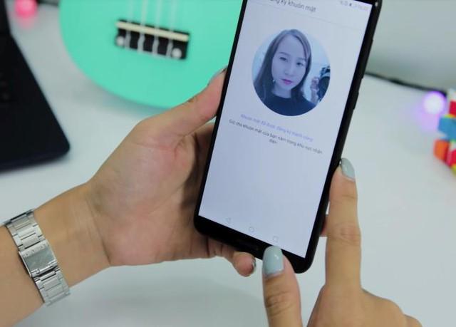 Face Unlock mang lại trải nghiệm mở khóa nhanh chóng và tiện lợi