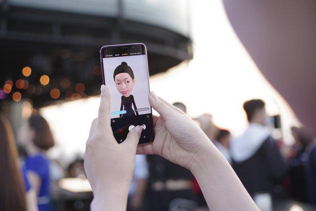 Chỉ cần selfie là chúng ta đã có ngay một Emoji giống y hệt mình