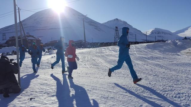 Bảo hiểm FWD tự hào khi tài trợ Tăng Nguyệt Minh tham gia cuộc thi Marathon Bắc Cực 2018. Ảnh: BTC cung cấp