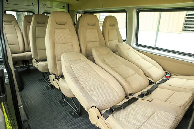Đâu là chiếc mini bus 16 chỗ hấp dẫn nhất hiện nay? - Ảnh 1.