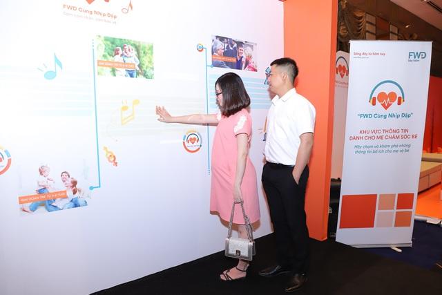 """Cả gia đình Đan Lê - Khải Anh tham gia sự kiện giới thiệu ứng dụng công nghệ số thông minh """"FWD Cùng nhịp đập"""" - ảnh 3"""