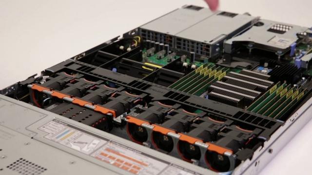 Dell PowerEdge R640 còn được trang bị ba khe cắm mở rộng PCIe.