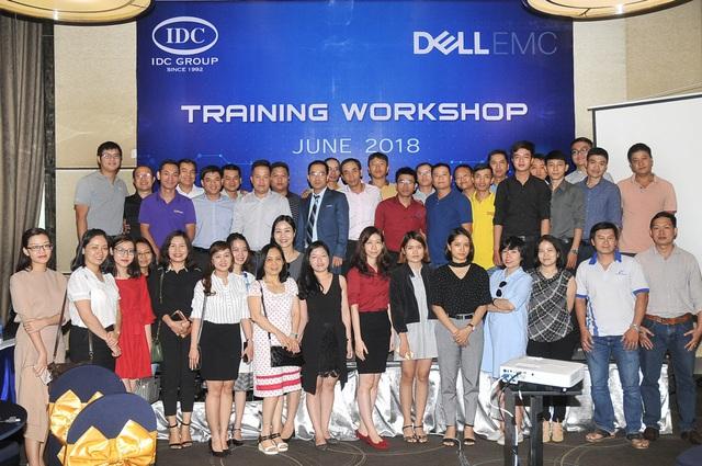 Sự kiện khách hàng được tổ chức tại Novotel Hồ Chí Minh – cung cấp thông tin về thế hệ 14G của DELL, cùng với đó là các giải pháp đi kèm như VMWare, Microsoft ROK.