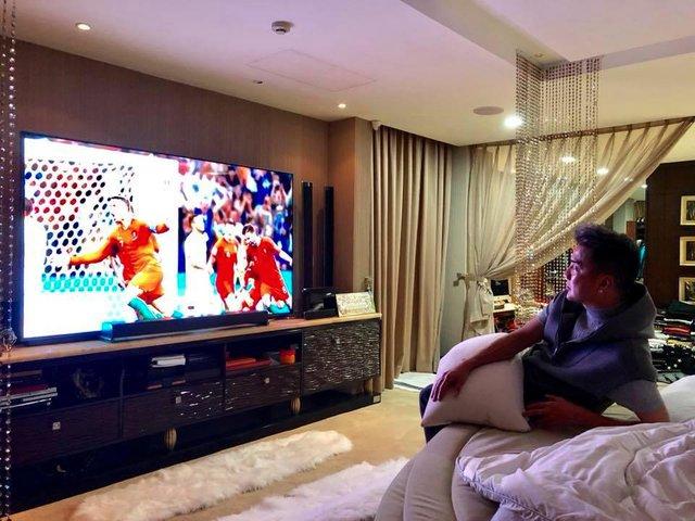 Đàm Vĩnh Hưng khoe TV hàng khủng để xem World Cup 2018 - Ảnh 1.