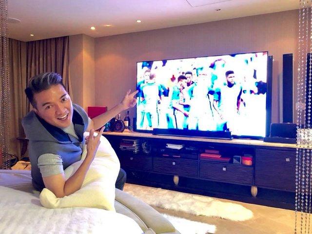 Đàm Vĩnh Hưng khoe TV hàng khủng để xem World Cup 2018 - Ảnh 2.