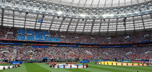 Đi xem bóng đá mà không chụp lại những khoảnh khắc đẹp thì quá đáng tiếc - ảnh 1