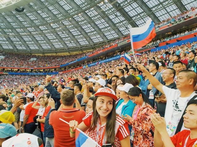 Đi xem bóng đá mà không chụp lại những khoảnh khắc đẹp thì quá đáng tiếc - ảnh 2
