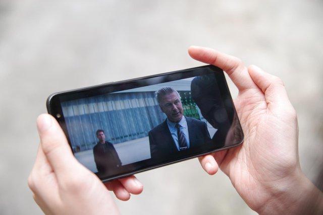 Trải nghiệm Galaxy J8: mang cái hồn của Galaxy S9, đẹp gọn gàng, giá hơn 7 triệu - Ảnh 2.