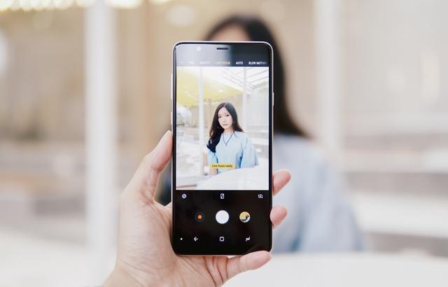 Có Galaxy A8 Star rồi, sau đây là những cách để có bộ ảnh thật chuyên nghiệp và thần thái - Ảnh 1.
