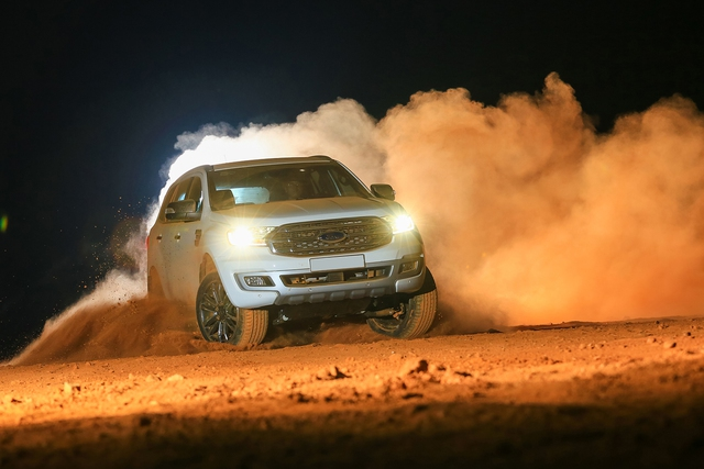 Khám phá Ford Everest mới tại Triển lãm ô tô Việt Nam 2018: SUV 7 chỗ hút khách - Ảnh 4.