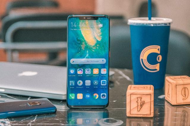 """""""Cháy hàng"""" gần 1600 suất đặt mua Huawei Mate 20 Pro, CellphoneS lỡ hẹn với khách trong ngày mở bán. - Ảnh 2."""