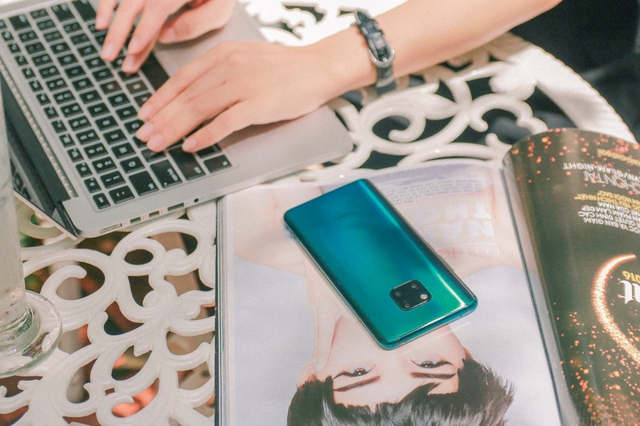 """""""Cháy hàng"""" gần 1600 suất đặt mua Huawei Mate 20 Pro, CellphoneS lỡ hẹn với khách trong ngày mở bán. - Ảnh 3."""