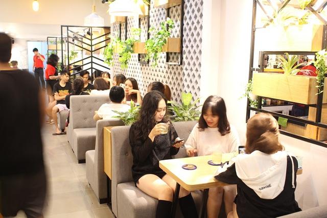 Dũng cảm chuyển đổi mô hình kinh doanh, từ bỏ quán net mở cửa hàng trà sữa - Ảnh 2.