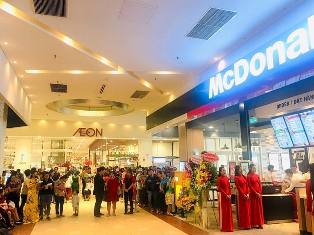 McDonald's Aeon Celadon Tân Phú ra mắt ngay dịp giáng sinh. - Ảnh 3.