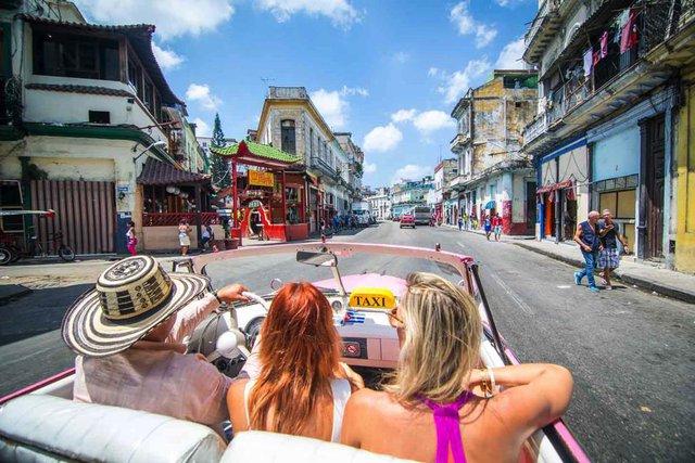 Điểm danh những tour du lịch giá đắt đỏ kỳ nghỉ lễ dài 30/4 năm nay - Ảnh 4.