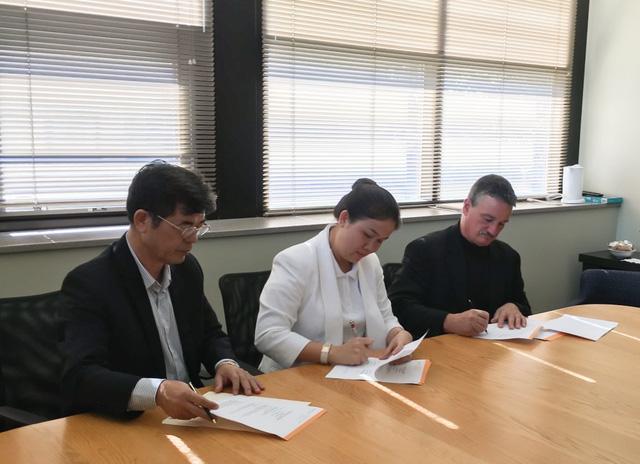 Tập đoàn Giáo dục Nguyễn Hoàng trao học bổng quốc tế cho học sinh - sinh viên - Ảnh 2.