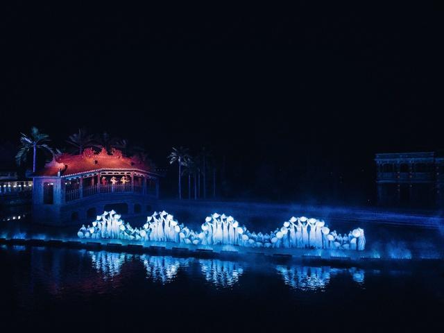 Reuters ghi nhận Hội An sở hữu chương trình biểu diễn thực cảnh đẹp hàng đầu thế giới - Ảnh 3.