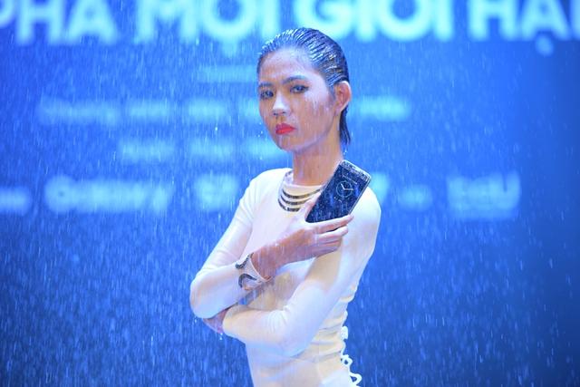 Siêu phẩm Samsung Galaxy S7 Edge khoe dáng dưới mưa - Ảnh 8.