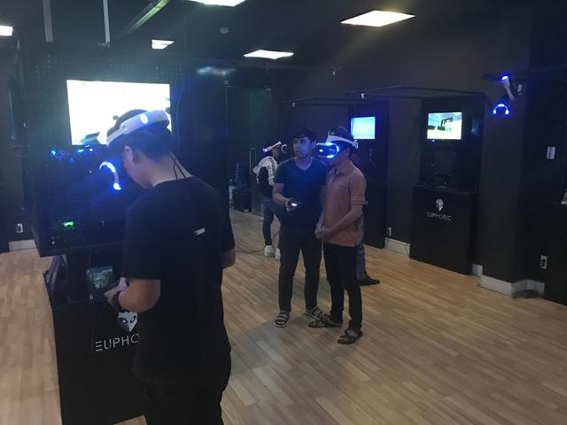 Lần đầu tiên xuất hiện phòng game thực tế ảo tại TP.HCM - Ảnh 6.