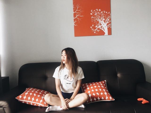 Hot girl ngoại ngữ Khánh Vy, vlogger đanh đá Tun Phạm tạo trend mới cùng áo phông T-Vịt siêu đáng yêu - Ảnh 3.
