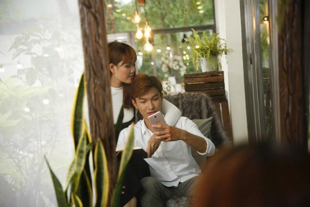 """Để tránh cảnh """"Facebook ai người đó đẹp"""", phải biết cách selfie đẹp cả đôi - Ảnh 6."""